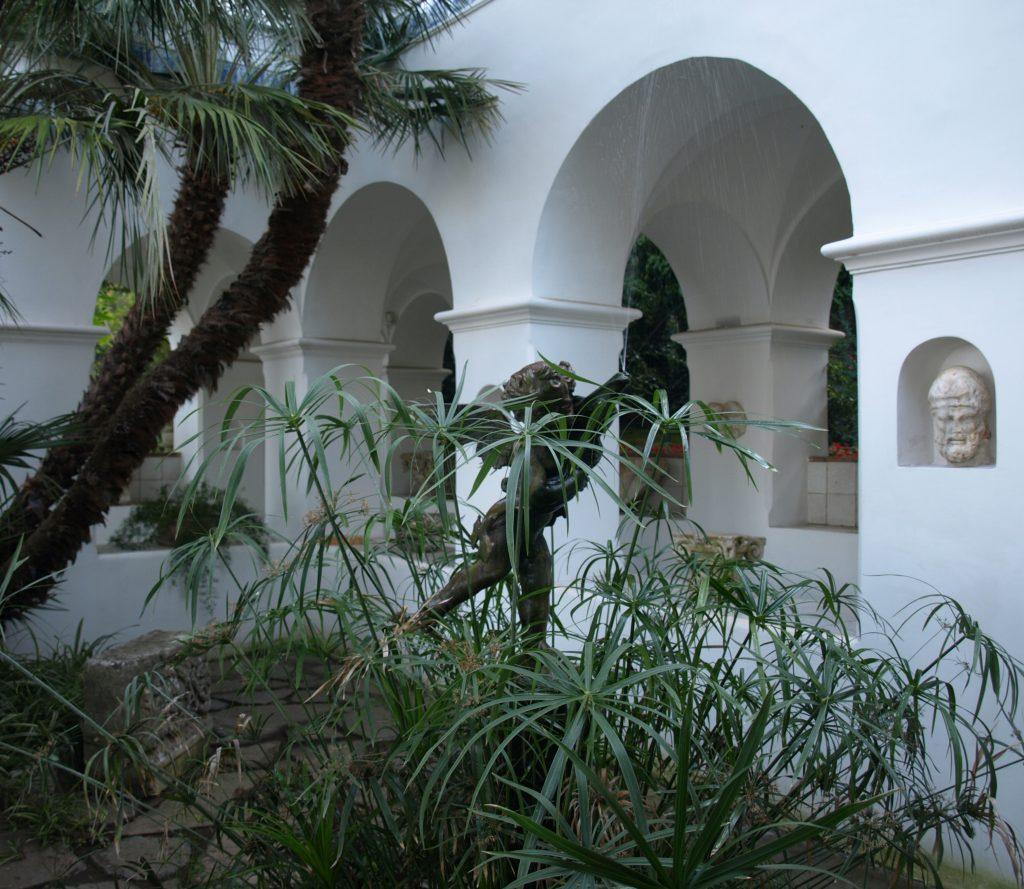 Villa San Michele, cortile and the head of Odysseus restored.